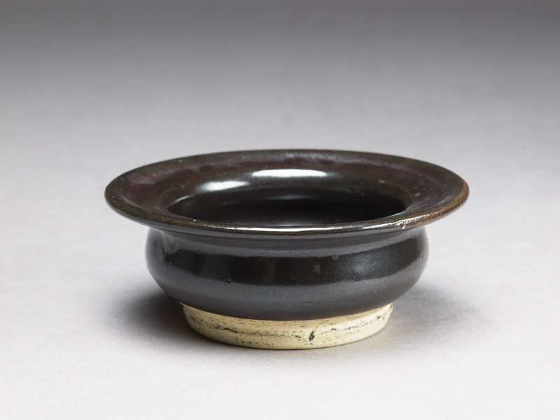 Black ware bowl with iron glaze