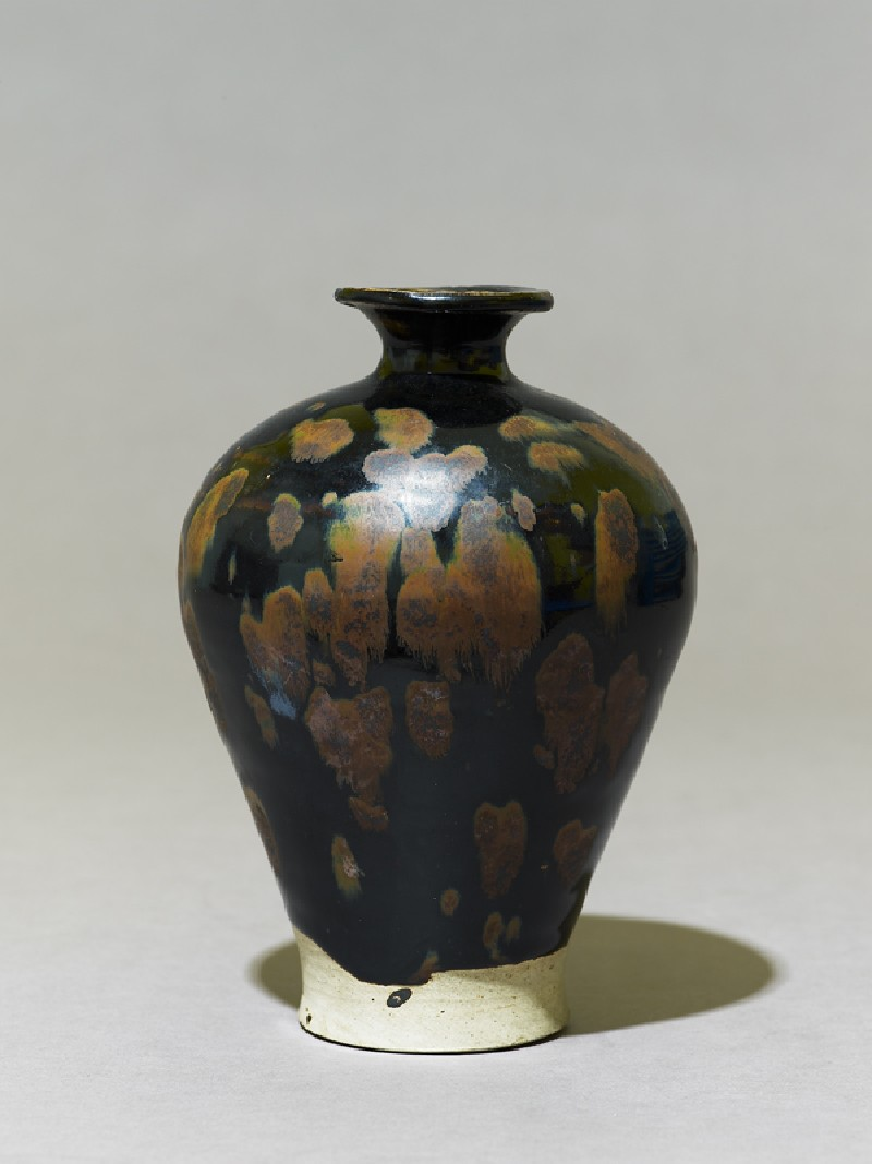 Black ware vase with 'partridge feather' glazes (side             )