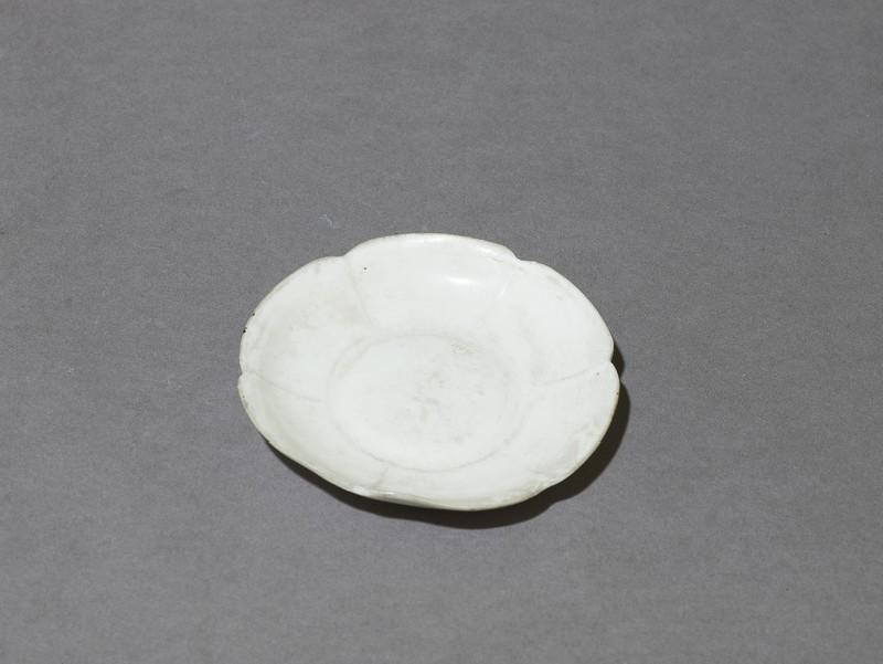 Dish (EA1956.1836, oblique             )