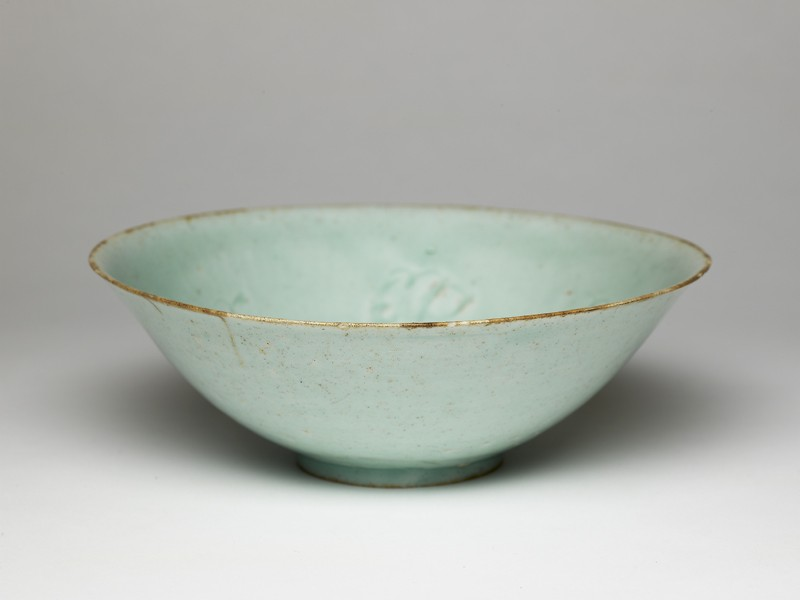 White ware bowl with flowers (EA1956.3033, oblique             )