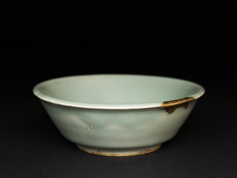 Small greenware bowl with slip decoration