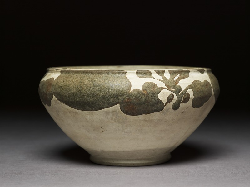 Alms bowl with floral decoration