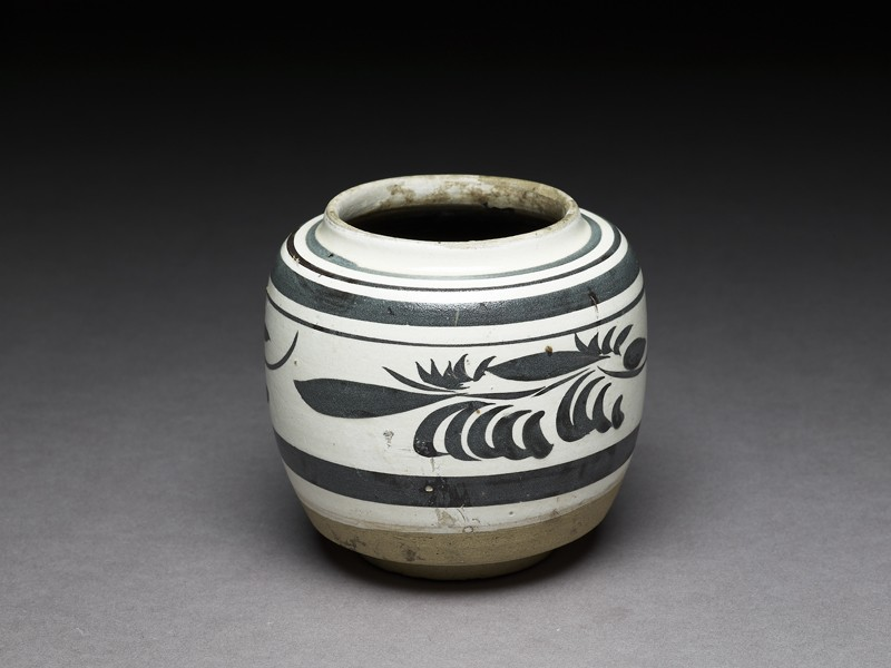 Cizhou type jar with floral decoration (EA1956.3110, oblique             )