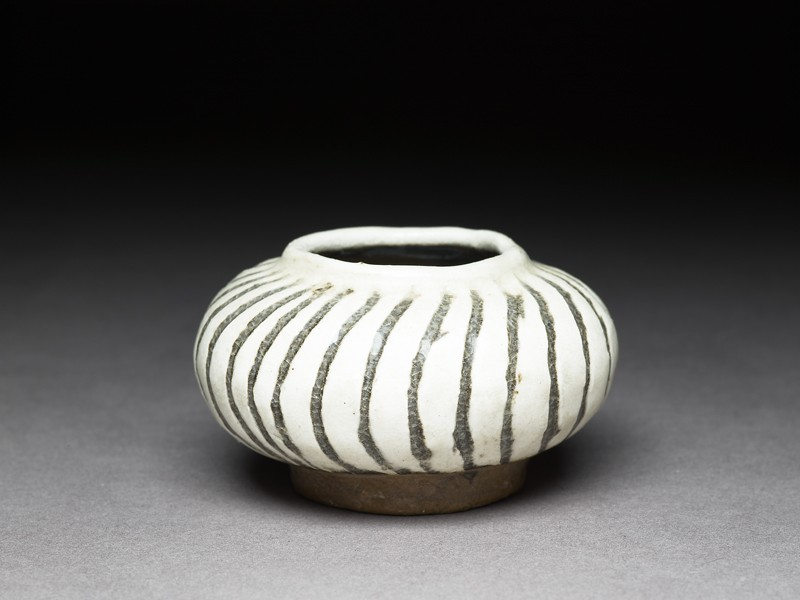 Cizhou type jarlet with striped decoration (EA1956.3120, oblique             )