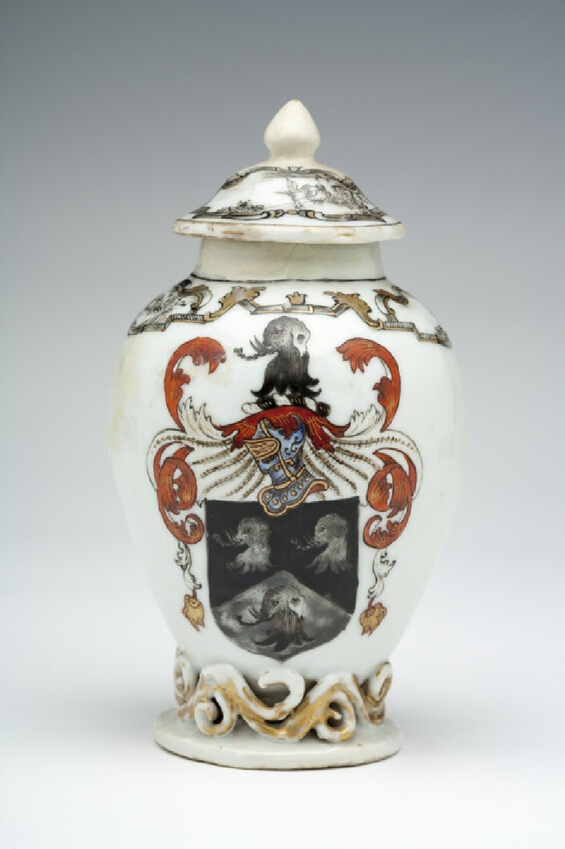 Tea jar with the arms of Thomas Saunders, Governor of Fort St. George, Madras