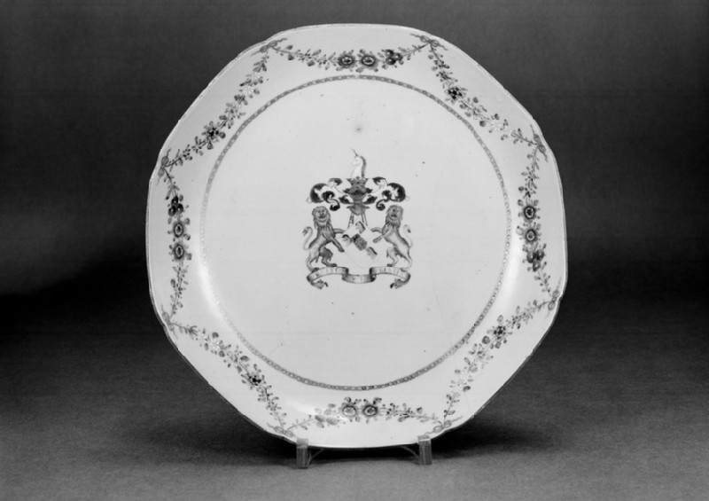 Plate with the arms of Sir George Preston of Valleyfield House, Perth, Scotland (EA1962.109, front            )