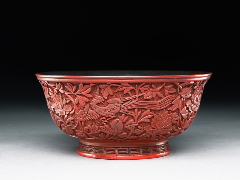 Lacquer bowl with a phoenix amid peonies (oblique           )