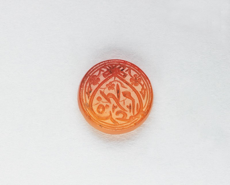 Circular bezel seal with inscription in cursive script and heart-shaped decoration