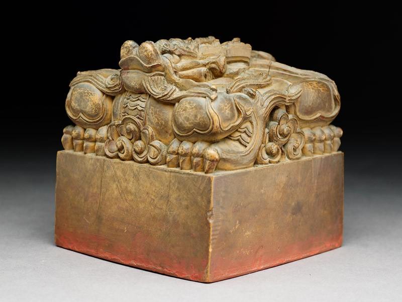 Official seal surmounted by a dragon (oblique           )