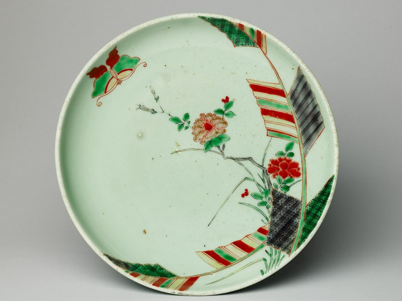 Dish with a butterfly and peony spray (top           )