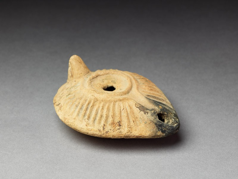 Oil lamp with moulded decoration (EA1974.29, oblique           )