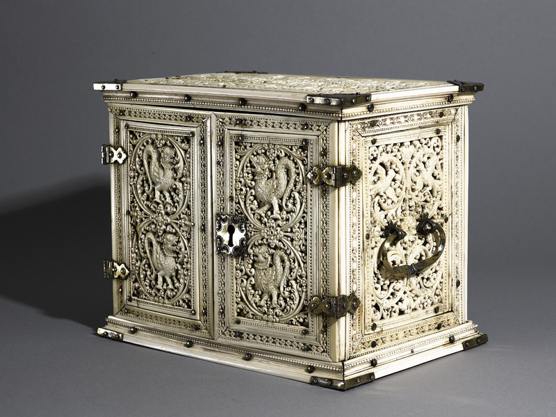 Ivory cabinet (oblique          )
