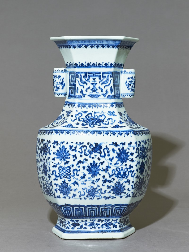Blue-and-white hexagonal vase with floral decoration (side           )