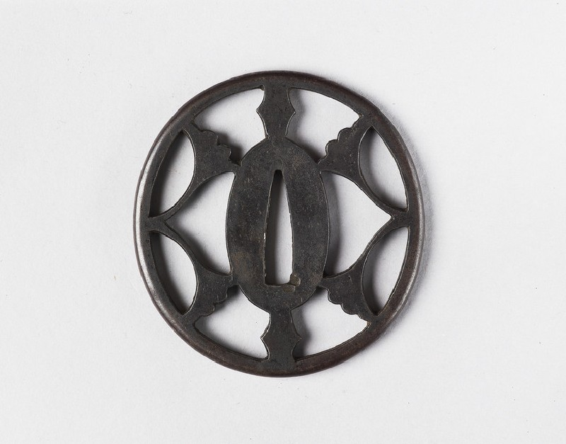 Round tsuba with design of ginko leaves (front            )