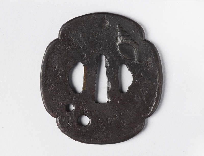 Mokkō-shaped tsuba with design of a conch shell