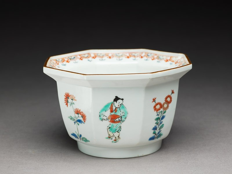 Bowl depicting Chinese boys playing musical instruments (EA1978.550, oblique            )
