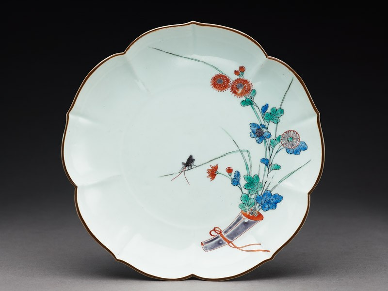 Lobed plate with chrysanthemums and a grasshopper (top            )