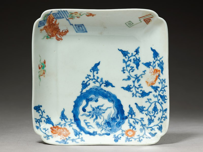 Square dish depicting a dragon chasing a flaming pearl (top            )