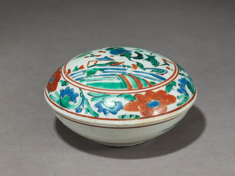 Round box with landscape (oblique            )