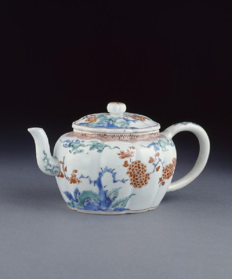 Tea pot with prunus, rocks and cloud scrolls (EA1978.659)
