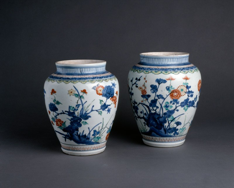 Baluster jar with floral decoration (group            )