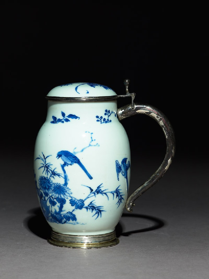 Blue-and-white tankard with European silver mounts (side            )