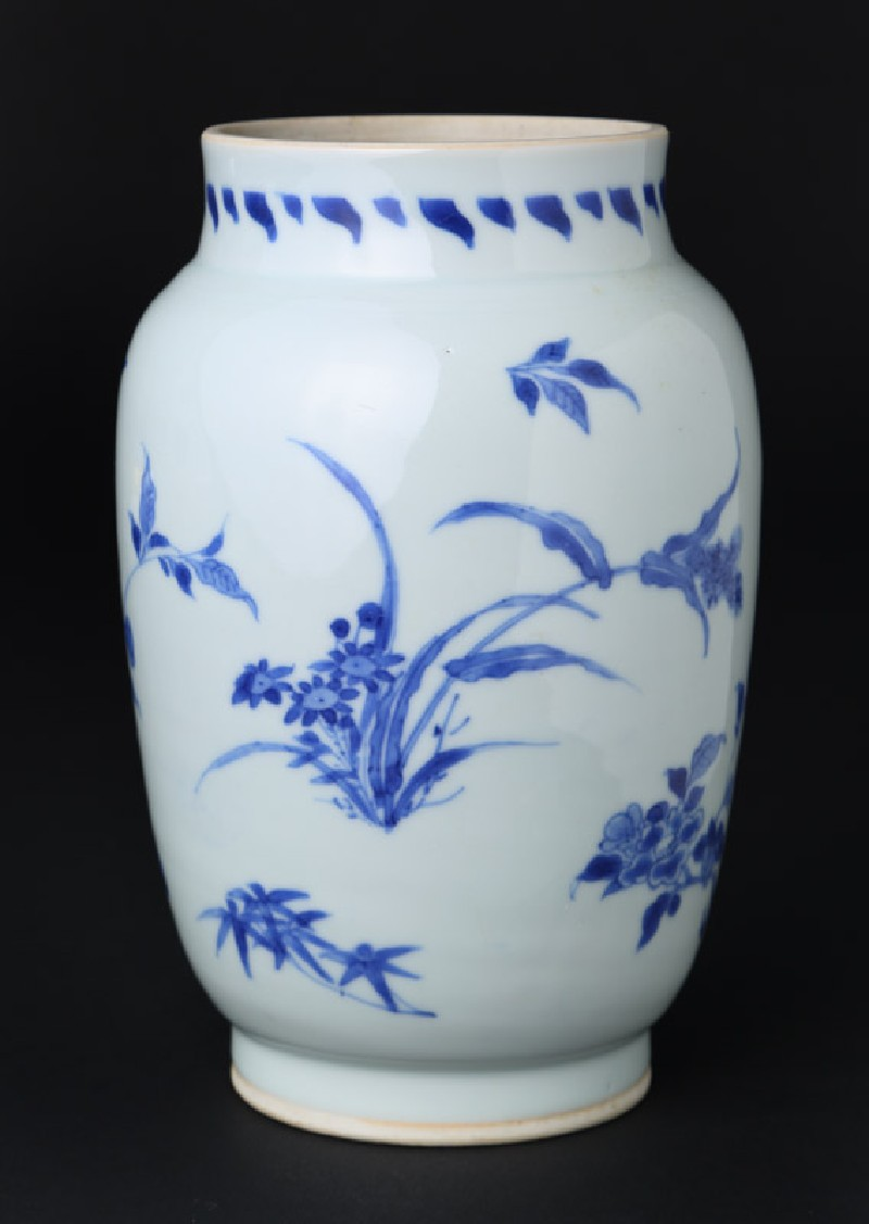 Blue-and-white jar with floral decoration (front            )