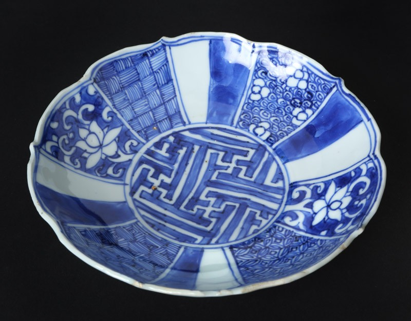 Blue-and-white dish with flowers and geometric decoration (EA1978.810, front            )