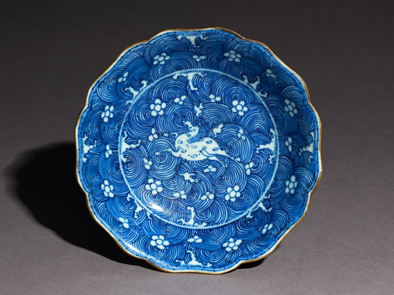 Blue-and-white dish with leaping horse (top            )