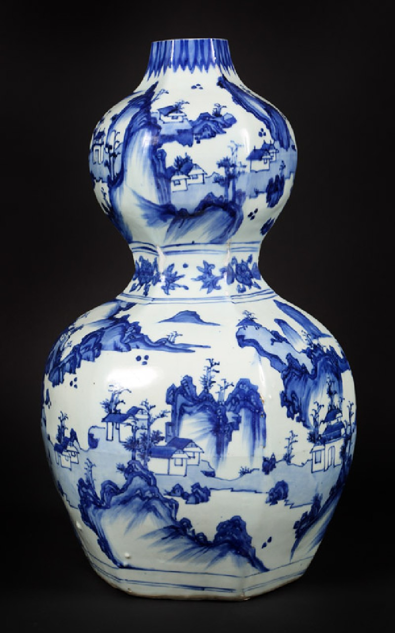 Blue-and-white hexagonal vase in double-gourd form (front            )