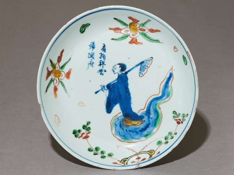 Dish with female immortal floating on a cloud (top             )