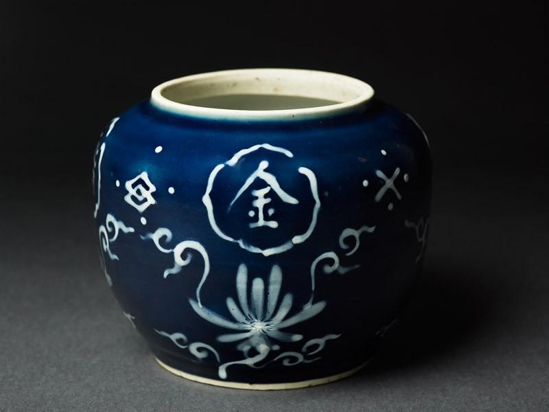 Jar with auspicious inscription (oblique             )