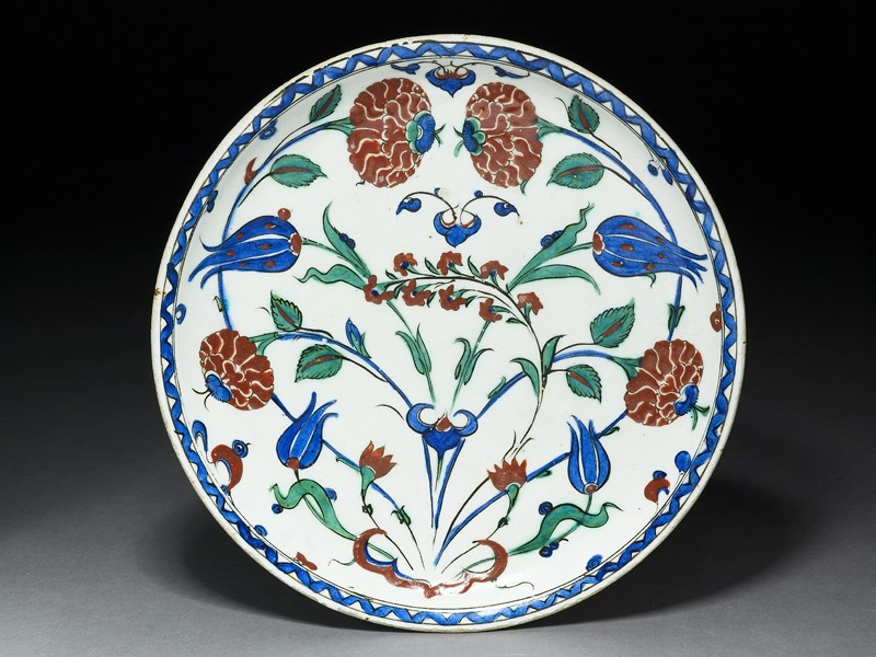 Dish with roses and tulips