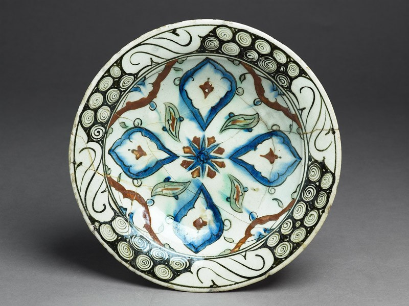 Dish with lobed medallions and leaves (EA1978.1439, top             )