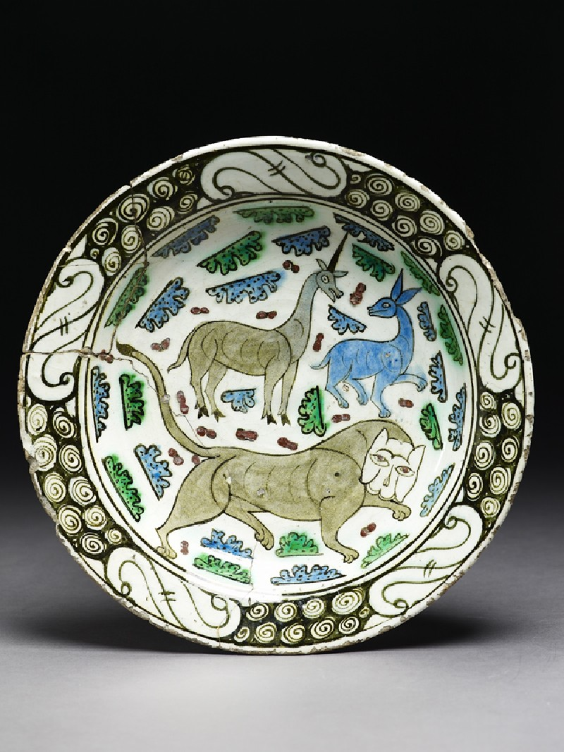 Dish with lion, unicorn, and stag (top             )