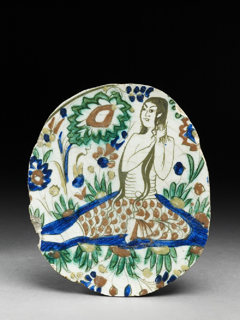 Base fragment of a dish depicting a woman combing her hair