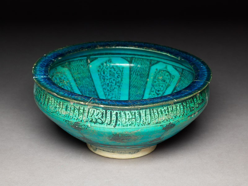 Bowl with pseudo-naskhi inscription