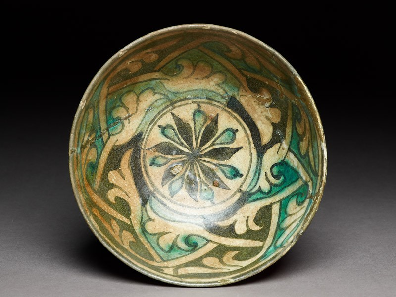 Bowl with rosette and interlaced tendrils (EA1978.1591, top             )