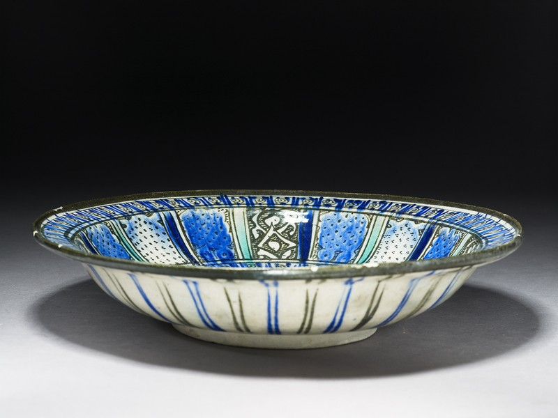Dish with panel decoration (EA1978.1609, oblique             )