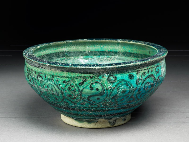 Bowl with floral decoration (oblique             )