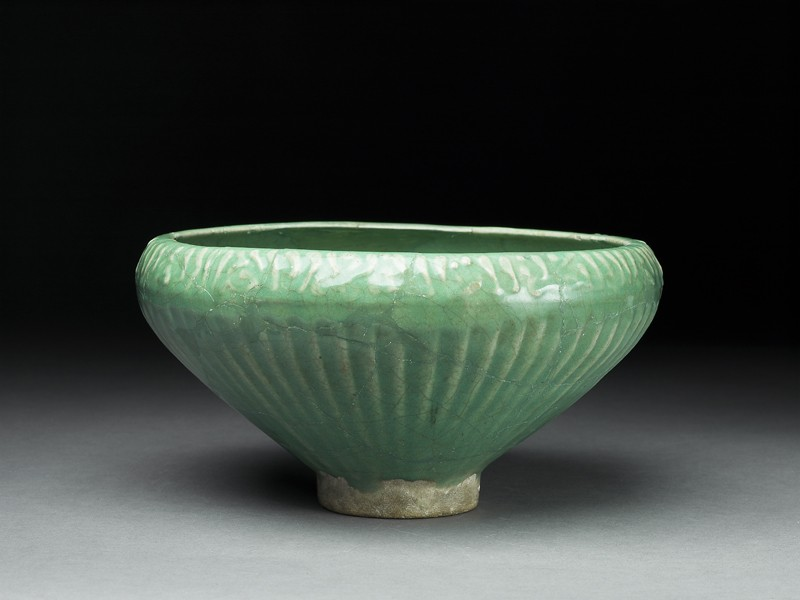 Bowl with three fish (oblique             )