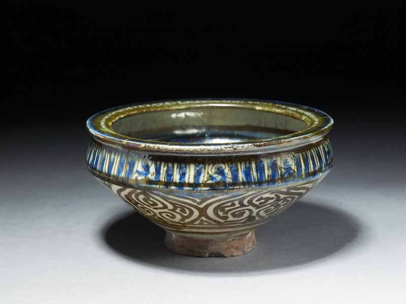 Bowl with flying phoenix and vegetal decoration (EA1978.1649, oblique             )