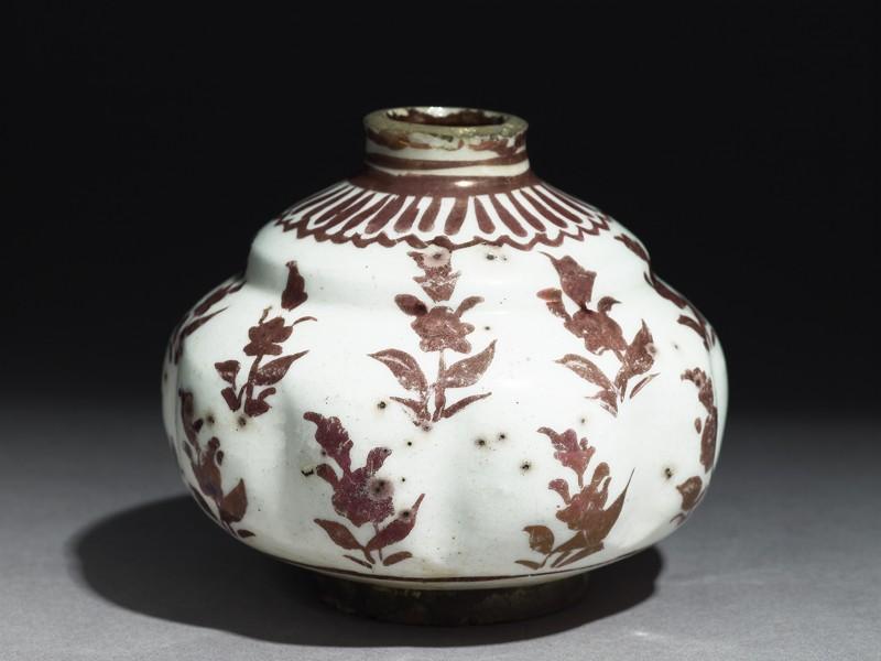 Jar with floral patterning (EA1978.1719, oblique             )