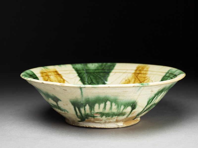 Bowl with sgraffito decoration (oblique             )