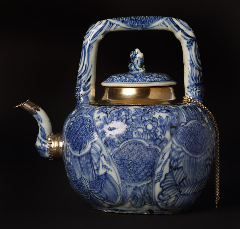 Blue-and-white winepot surmounted by kylin, or horned creature (EA1978.1941, front             )