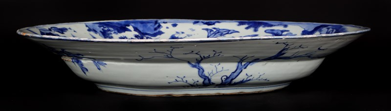 Blue-and-white dish with mounted warriors