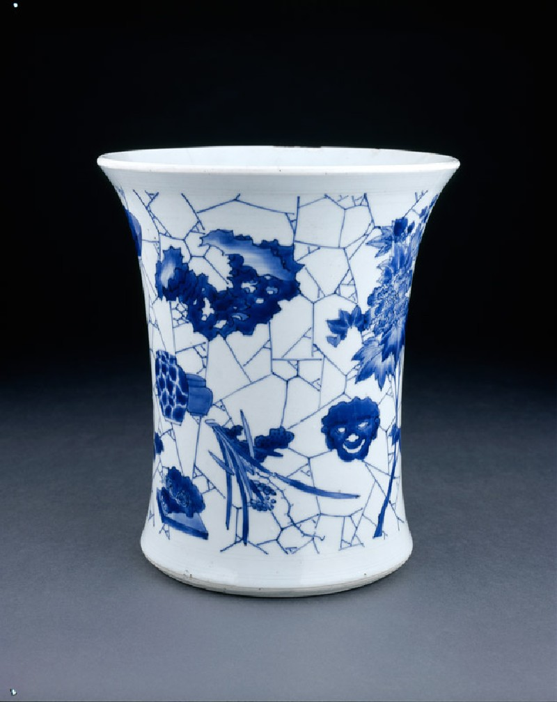 Blue-and-white brush pot with cracked-ice decoration (EA1978.2092, oblique             )