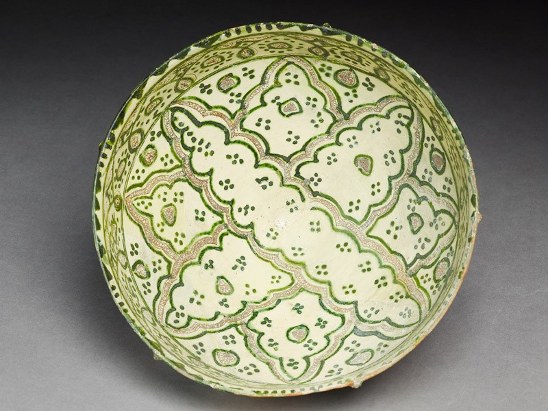 Bowl with elaborate eight-pointed figure (top             )