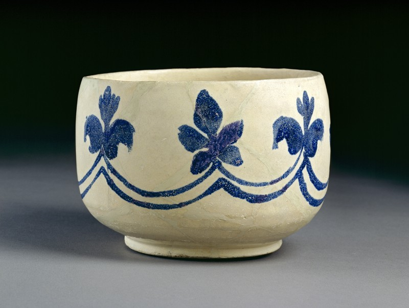 Mortar-shaped bowl with vegetal decoration (oblique             )