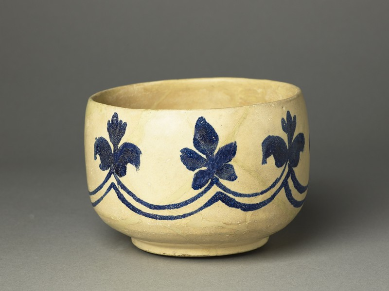 Mortar-shaped bowl with vegetal decoration (EA1978.2137, oblique             )